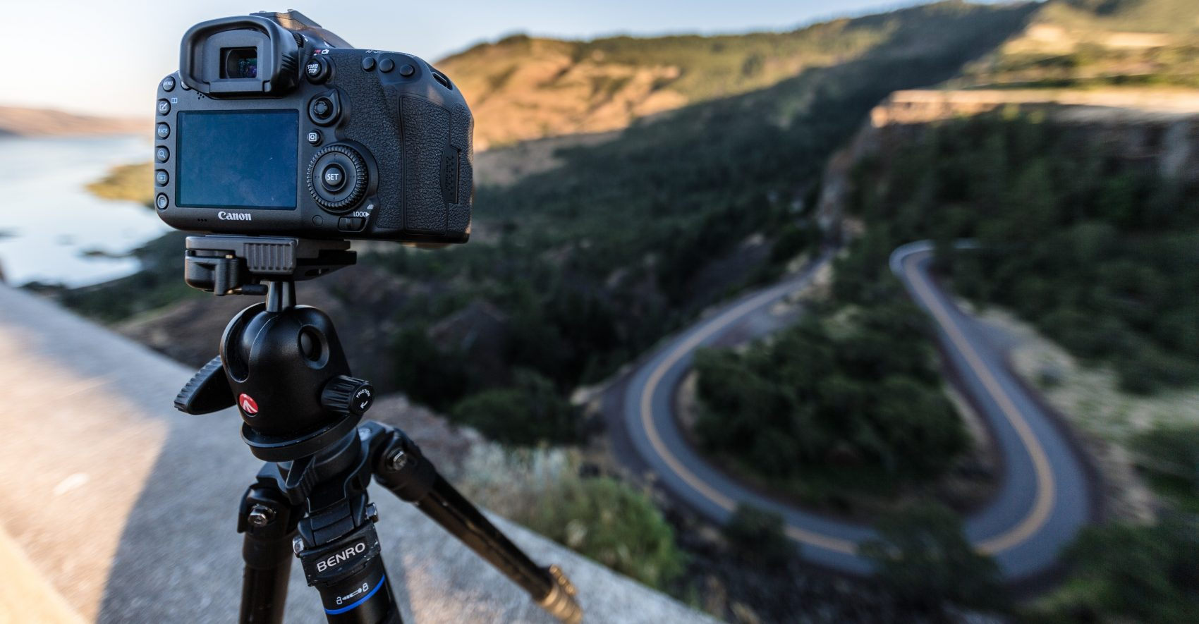Best Vlogging Tripods 2019 [Buying Guide]